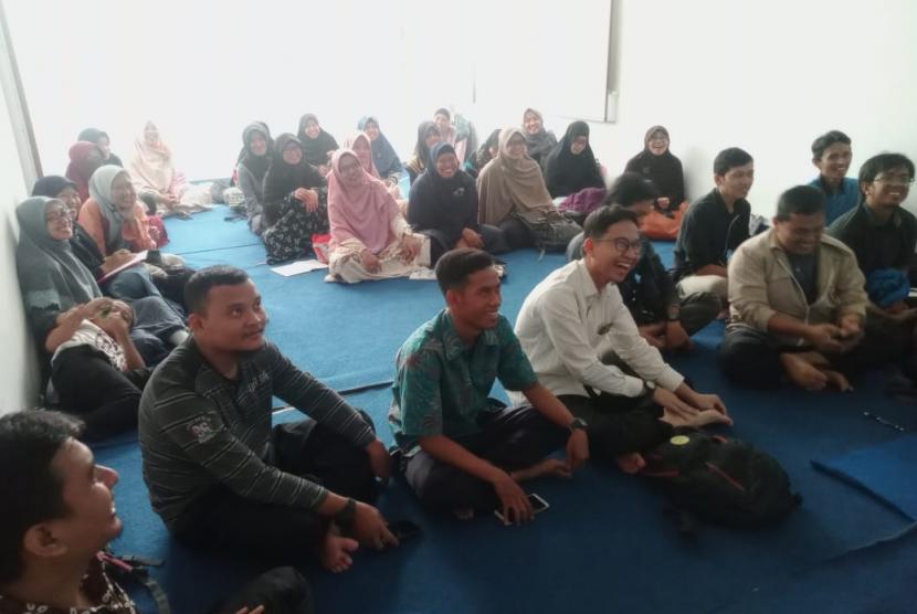 Klinik Pendidikan MIPA (KPM) Cabang Depok menggelar pelatihan motivasi suprarasional bagi guru dan staff KPM Cabang Depok, Sabtu (18/5).