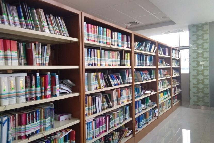 Koleksi buku di Perpustakaan Nasional.
