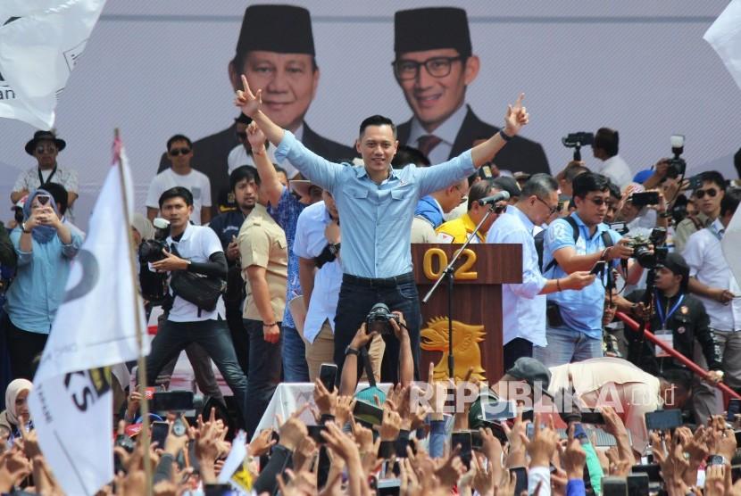 Komandan Komando Tugas Bersama (Kogasma) Partai Demokrat, Agus Harimurti Yudhoyono (AHY) hadir pada Rapat Akbar Prabowo-Sandi, di Stadion Sidolig, Kota Bandung, Kamis (28/3).