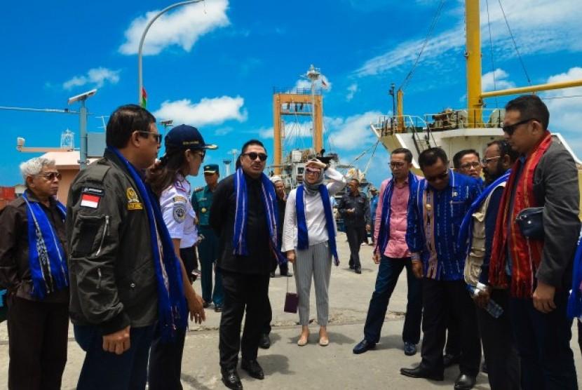 Komisi V DPR RI mengunjungi Pelabuhan Laut Saumlaki di Kabupaten Maluku Tenggara Barat (MTB).