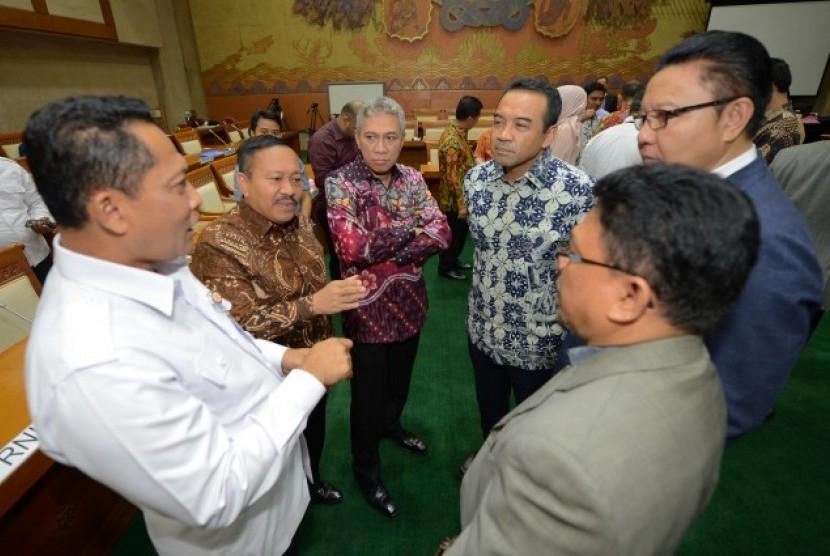 Komisi VI DPR RI berdiskusi dengan Kepala bulog Budi Waseso.