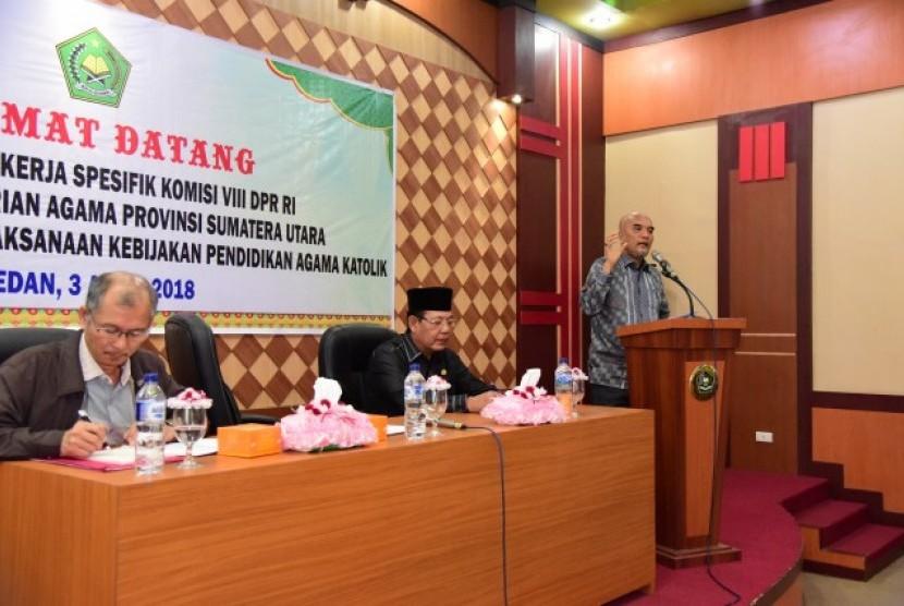 Komisi VIII DPR beri bantuan alat musik untuk gereja di Sumut.