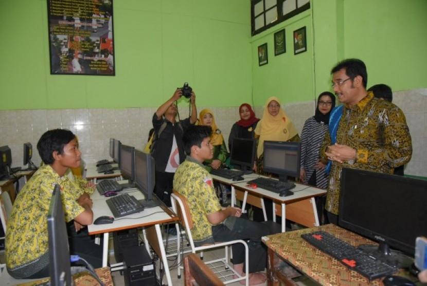 Komisi X apresiasi kesiapan UNBK di sejumlah sekolah di Surabaya.