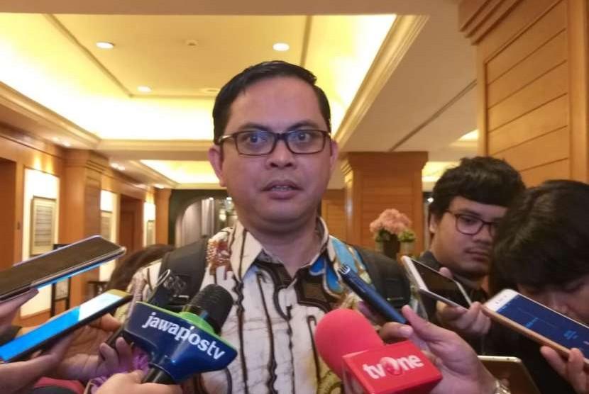 Komisioner Komisi Pemilihan Umum (KPU) RI, Viryan Azis memberikan keterangan kepada wartawan di Jakarta Pusat, Jumat  (5/10).