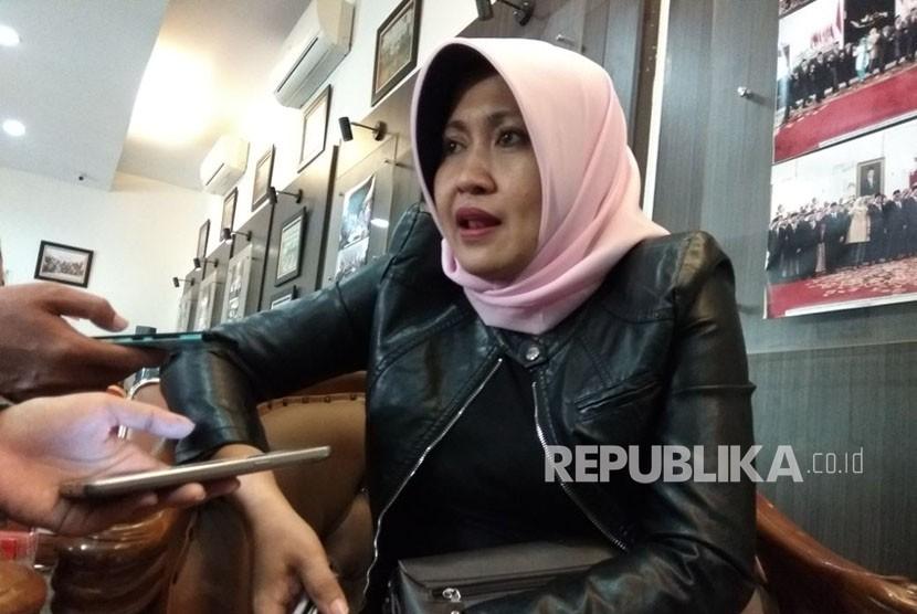 Komisioner KPI Bidang Pengawasan Isi Siaran,  Nuning Rodiah, di Kantor KPU,  Menteng,  Jakarta Pusat, Rabu (21/2). KPI telah mencatat ada dua parpol yang melakukan iklan kampanye di televisi sebelum masa kampanye Pemilu 2019 dimulai.