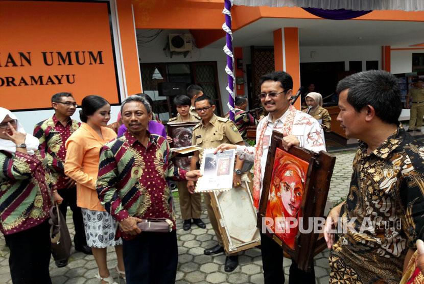 Komisioner KPU Pusat, Ferry Kurnia Rizkiyansyah menghadiri peresmian Gedong Pintar Pemilu di Kantor KPUD Kabupaten Indramayu, Selasa (21/3).