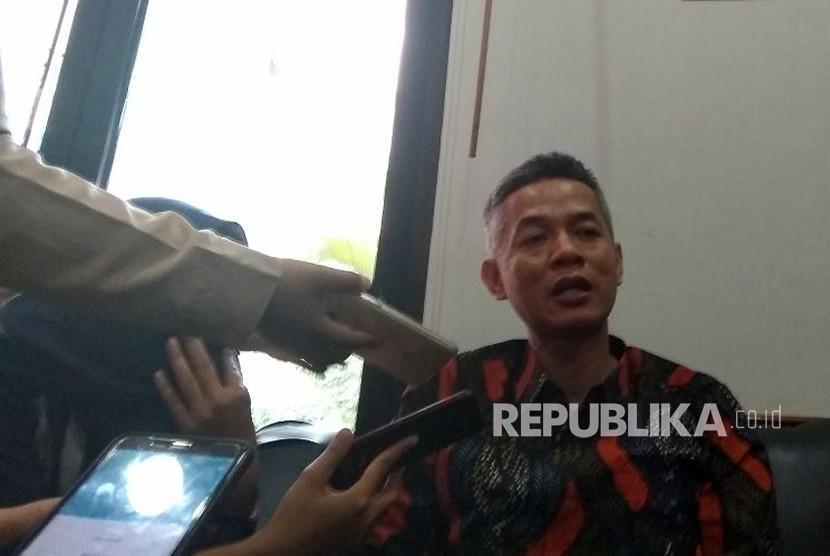 Komisioner KPU, Wahyu Setiawan, di Kantor KPU, Menteng, Jakarta Pusat, Selasa (17/4). KPU menyatakan sudah menyiapkan dua opsi peraturan larangan caleg dari mantan koruptor.