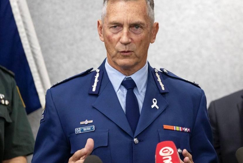 Komisioner Polisi Selandia Baru Mike Bush saat konferensi pers penembakan di masjid di Christchurch, Selandia Baru, Sabtu (16/3).