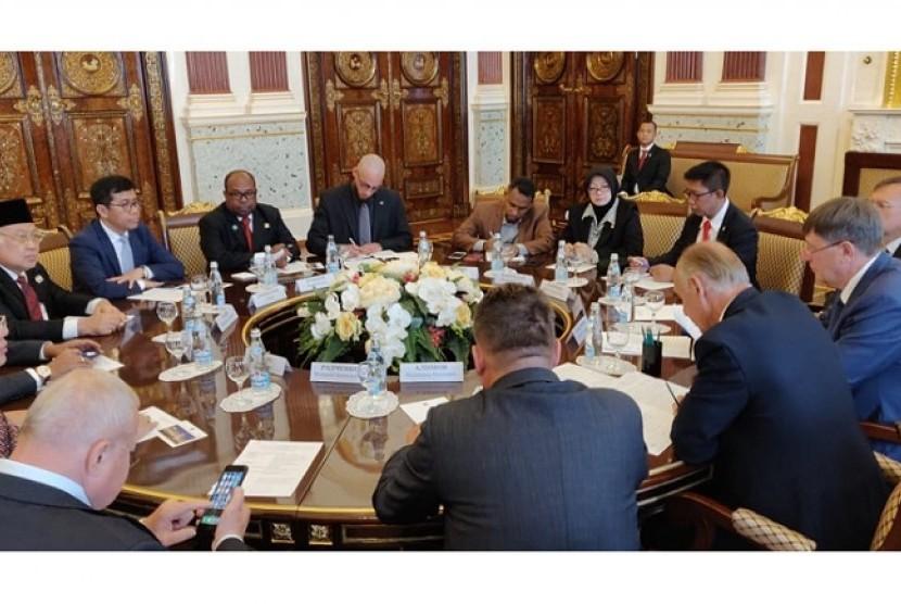 Komite 1 DPD RI melakukan kunjungan ke Parlemen Rusia.