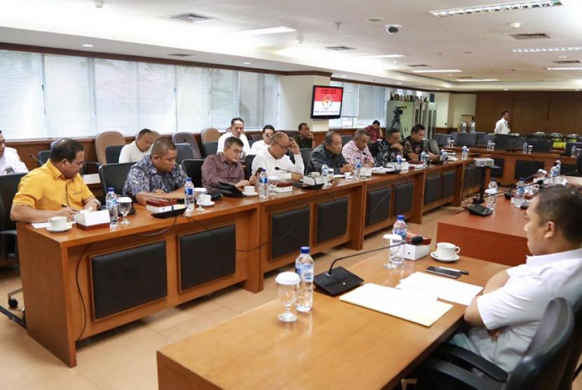 Komite I DPD menggelar  rapat audiensi membahas pembentukan calon Provinsi Sumatera Tengara dengan DPRD Provinsi Sumatera Utara, di Ruang Rapat Komite I, Gedung DPD RI, Senayan Jakarta, Rabu (10/7).
