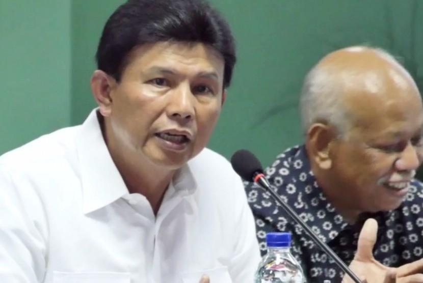 Komjen Ari Dono Sukmanto (kiri)