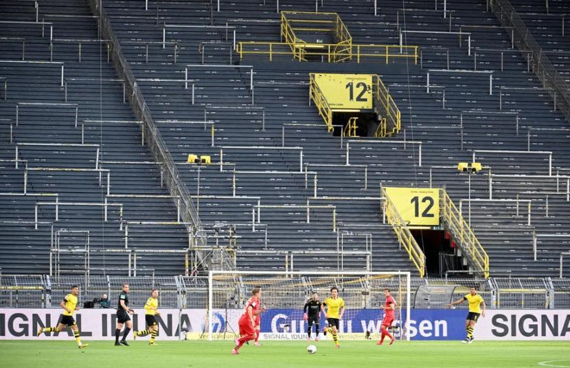 Kompetisi Bundesliga Jerman yang digelar tanpa penonton setelah sempat dihentikan akibat mewabahnya Covid-19.