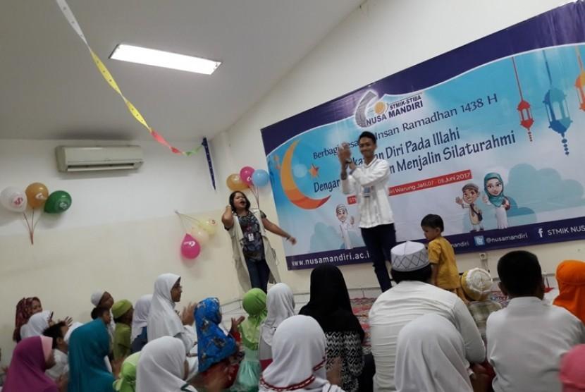 Komunitas Rabbit Hole memeriahkan kegiatan Berbagi Sesama Insan STMIK Nusa Mandiri Ramadhan 1438 H.