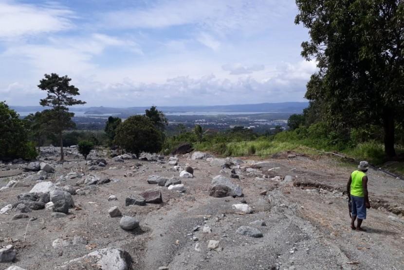 Kondisi bekas aliran air di kaki Gunung Cyclop, Sentani, Jayapura, Papua.