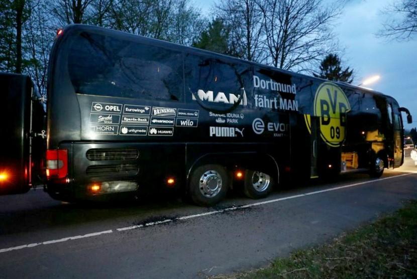 Kondisi bus Borussia Dortmund yang diserang bom menjelang laga leg pertama perempat final Liga Champions, Selasa (11/4).
