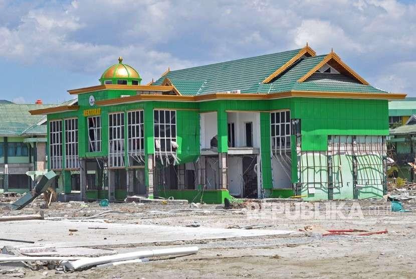 Kondisi gedung Institut Agama Islam Negeri (IAIN) Palu yang rusak akibat gempa dan tsunami di Palu, Sulawesi Tengah.