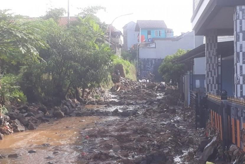 Kondisi Komplek Pasir Jatienda setelah diterjang banjir bandang.