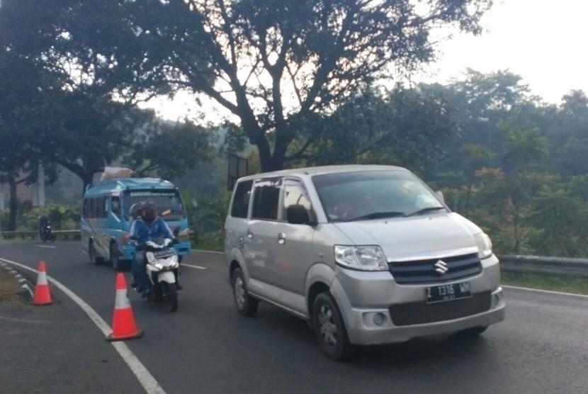 Kondisi lalu lintas di kawasan Gentong kembali lancar usai pemberlakuan sistem satu arah dihentikan, Rabu (13/6) sore.