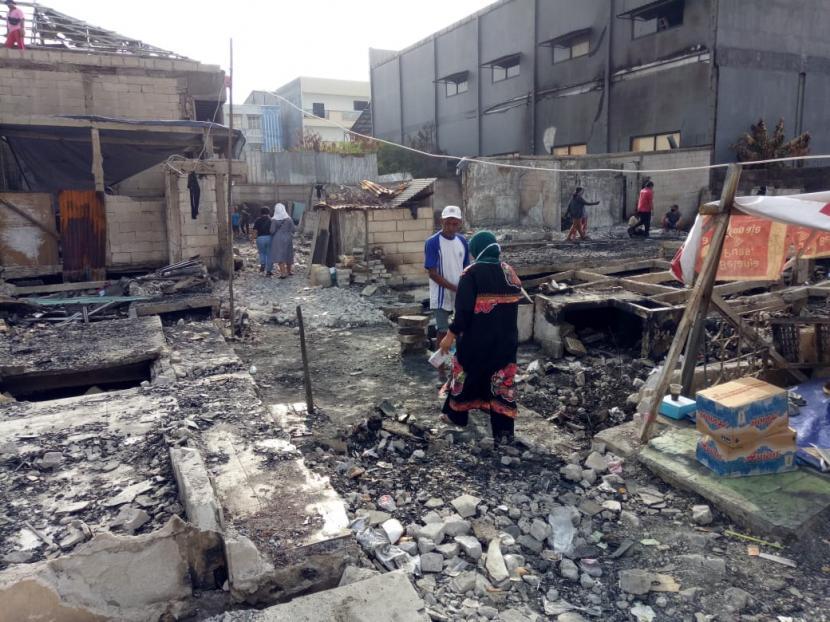 Kondisi permukiman warga di Kapuk Muara, Jakarta Utara, Rabu (12/5) akibat kebakaran yang terjadi beberapa hari lalu.