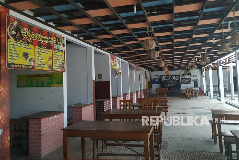 Kondisi pusat kuliner di Pemalang, Gandulan Culinary Center (GCC),  Kamis (6/6). Meski sudah memasuki arus mudik dan balik, pusat kuliner ini  tetap sepi pengunjung.