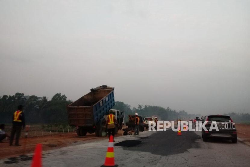 Kondisi ruas tol fungsional Pemalang-Batang dan Batang-Semarang, Senin (11/6).