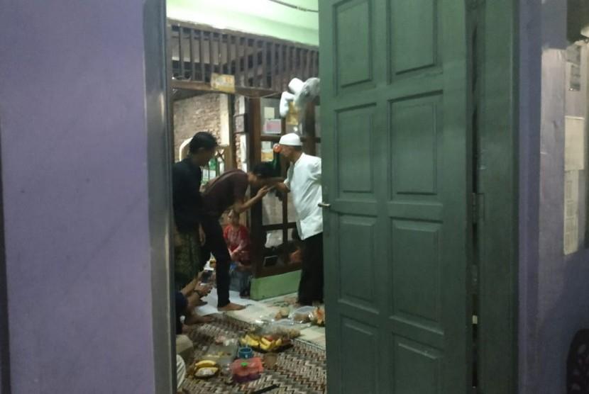 Kondisi rumah duka korban kekerasan 22 Mei, Muhammad Harun Al Rasyid di RT 09/RW 10 Nomor 81, Duri Kepa, Jakarta Barat, Sabtu, (25/5).