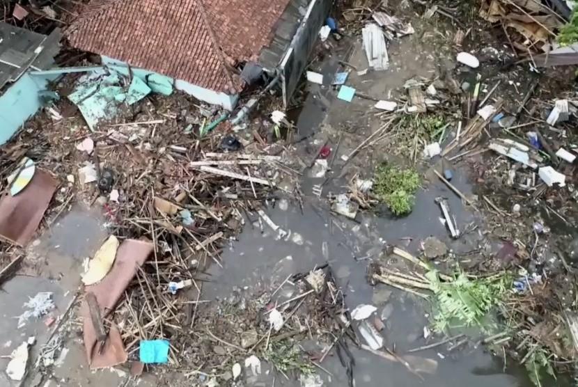 Kondisi rumah warga pascabencana tsunami Selat Sunda, Senin (24/12).