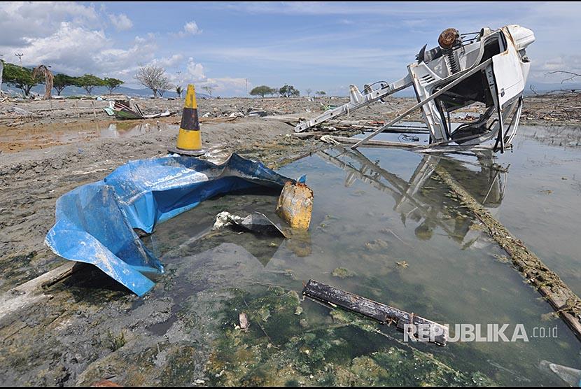 [Ilustrasi] Kondisi tambak garam petani yang rusak di Kawasan Penggaraman Talise, Palu, Sulawesi Tengah, Selasa (13/11). Pasca gempa dan tsunami yang melanda Palu pada 28 September 2018, lahan garam petani mengalami rusak berat.