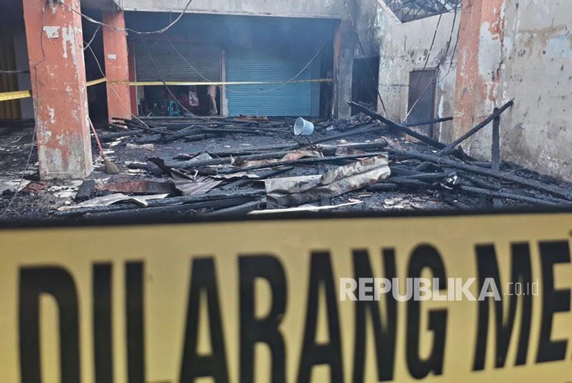 Kondisi terkini Pasa Ateh (Pasar Atas) Bukittinggi, Sumatra Barat setelah dilalap api pada Senin (30/10) pagi. Total kerugian diperkirakan mencapai Rp 1,5 triliun.