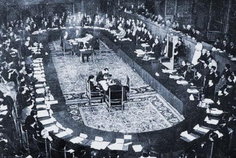 Konferensi Meja Bundar yang digelar di Den Haag, Belanda, dari 23 Agustus hingga 2 November 1949.
