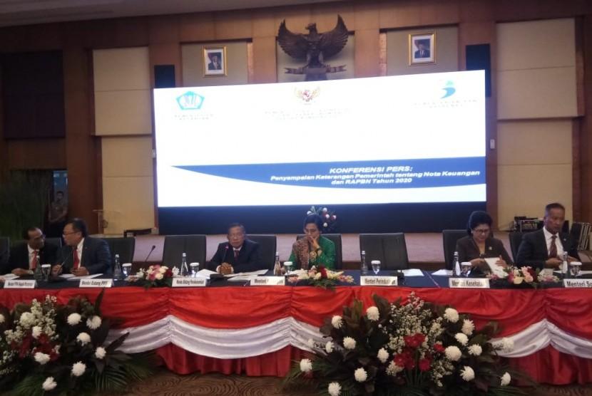 Konferensi pers bersama Rancangan Anggaran Pendapatan dan  Belanja Negara (RAPBN) 2020 di Kantor Direktorat Jenderal Pajak, Kementerian Keuangan, Jakarta Selatan, Jumat (16/8) sore.