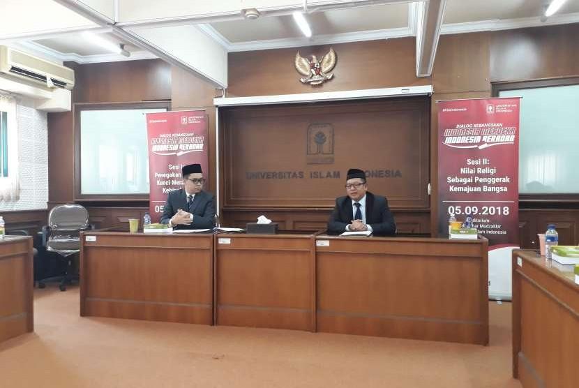 Konferensi pers dialog kebangsaan bertajuk Indonesia Merdeka Indonesia Beradab di Rektorat UII. Hadir Rektor Universitas Islam Indonesia, Fathul Wahid.
