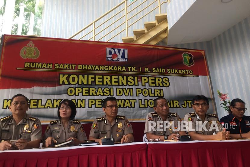 Konferensi pers hasil sidang rekonsiliasi jenazah korban  pesawat jatuh Lion Air nomor penerbangan JT610, di RS Polri Kramat Djati,  Jakarta Timur, Senin (12/11).