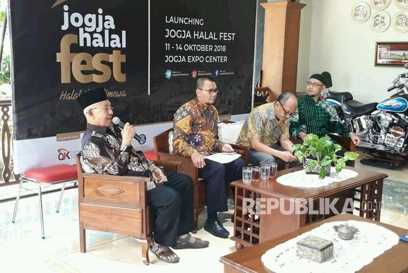 Konferensi pers Jogja Halal Fest di Pendopo Kediaman mantan wali kota Yogyakarta Herry Zudianto, Kamis (9/8).