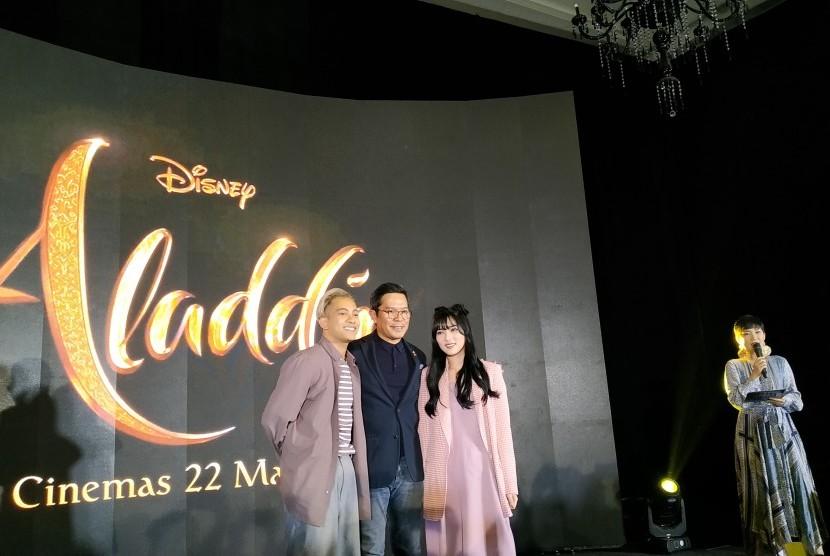 Konferensi Pers kolaborasi Disney Indonesia dengan penyanyi Isyana Sarasvati dan Gamaliel di Hotel Kempinski, Jakarta, Jumat (16/5).