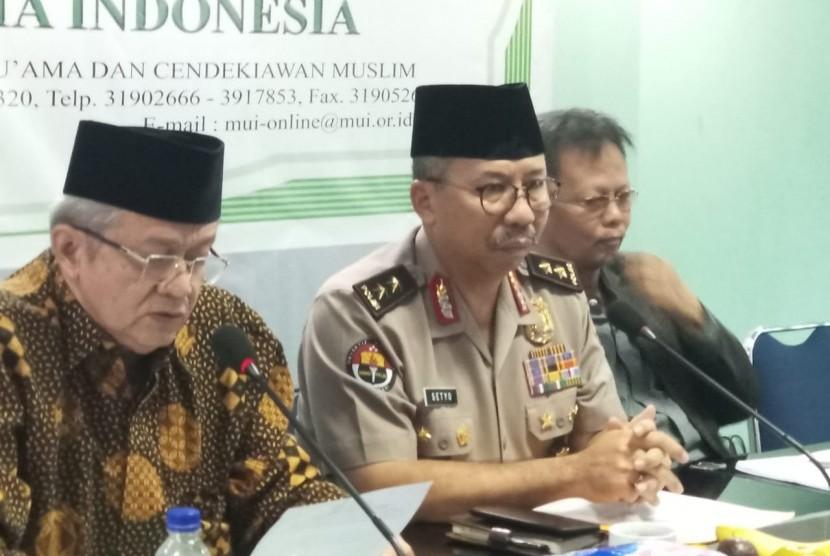Konferensi pers MUI Polri terkait pembakaran bendera, di kantor MUI Pusat, Jakarta, Selasa (23/10).