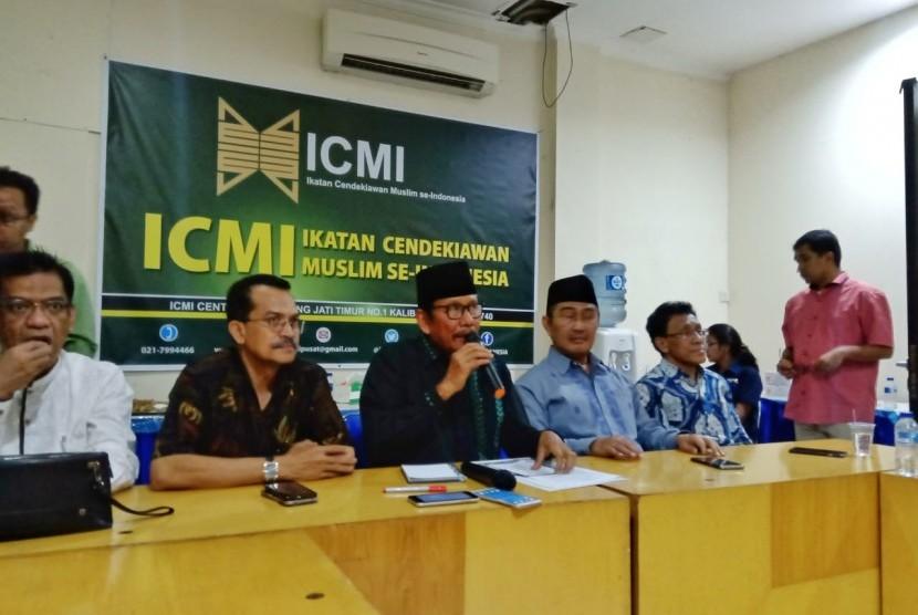 Konferensi pers pernyataan sikap Ikatan Cendikiawan Muslim se-Indonesia (ICMI) usai pemungutan suara pemilihan umum (Pemilu) 2019, di ICMI Center, Pancoran, Jakarta Selatan, Senin (22/4).