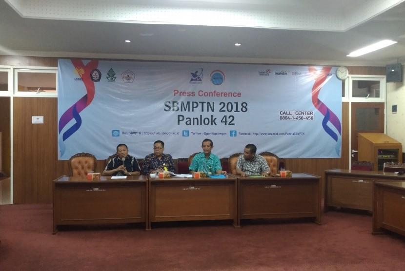 Konferensi pers SBMPTN Panlok 42 Semarang.