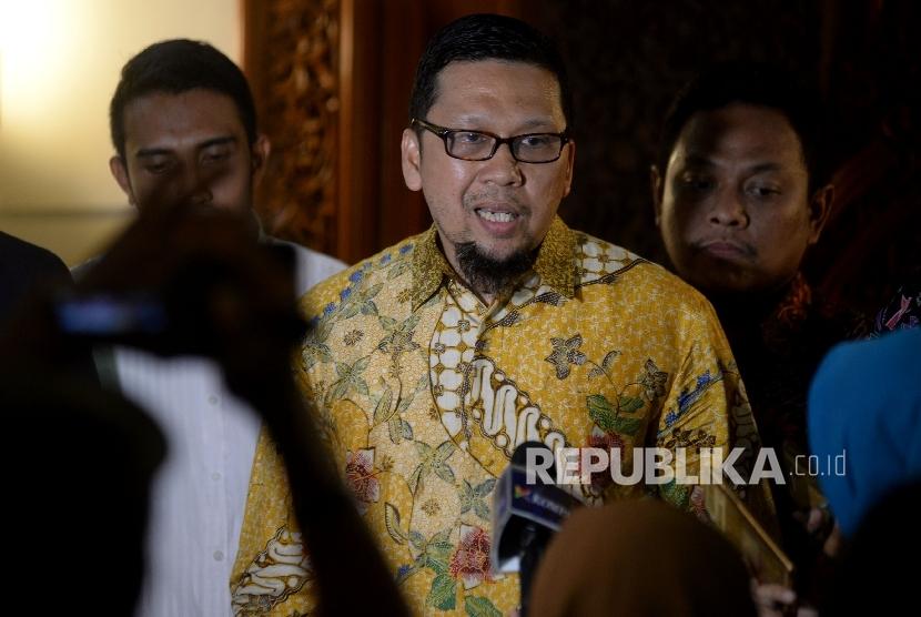 Koordinator Generasi Muda Partai Golkar (GMPG) Ahmad Doli Kurnia memberikan keterangan seusai bertemu dengan Ketua Dewan Kehormatan Golkar BJ Habibe di Jakarta, Senin (28/8).
