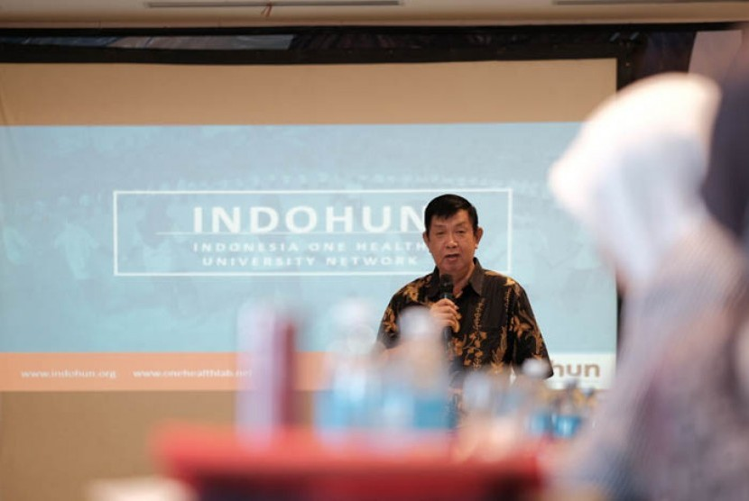 Koordinator INDOHUN yang diwakili oleh Prof. dr. Agus Suwandono, MPH, Dr.PH. membuka pelatihan manajemen biorisiko profesional serta ujian sertifikasi ahli manajemen biorisiko bagi personel laboratorium ilmu hayati perguruan tinggi pada 19-23 Maret 2019 di Surabaya.