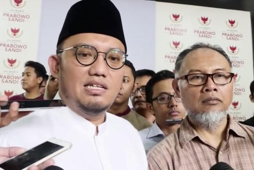 Koordinator Juru Bicara BPN, Dahnil Anzar Simanjuntak (Kiri) dan Kuasa Hukum 02, Bambang Widjajanto (Kanan)