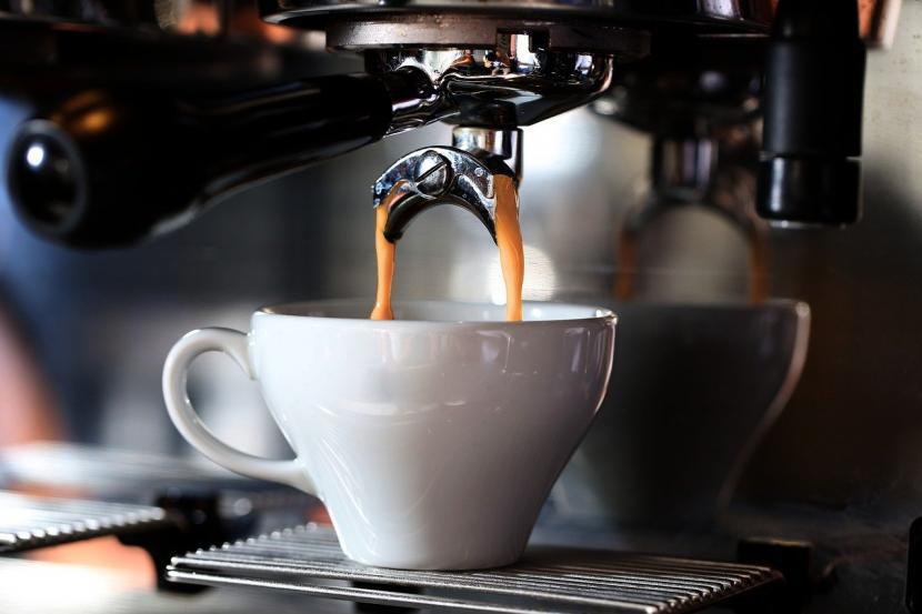 Kopi (ilustrasi). Orang yang punya metabolisme lambat harus menghindari kopi setelah pukul tiga sore.