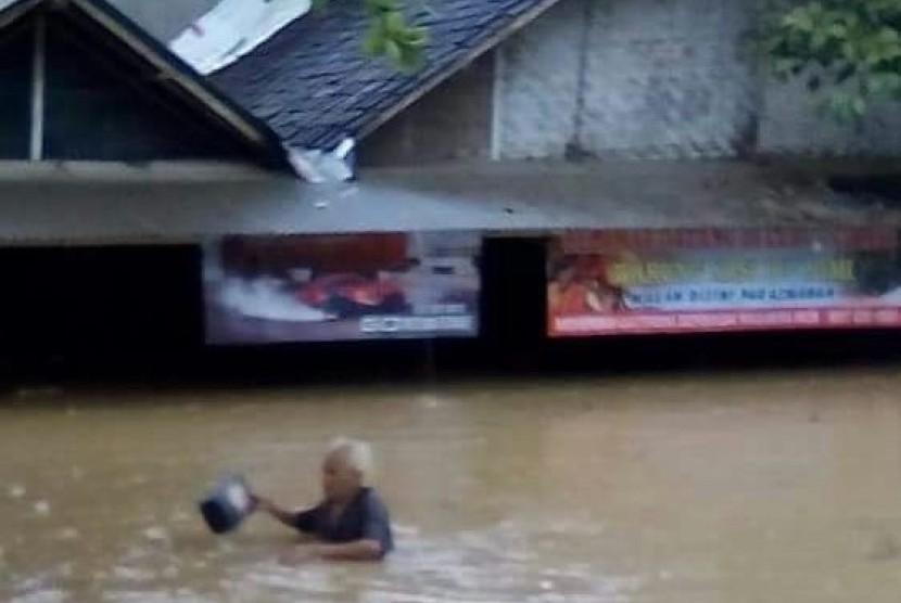 Korban banjir luapan Sungai Cikaso, Sukabumi.