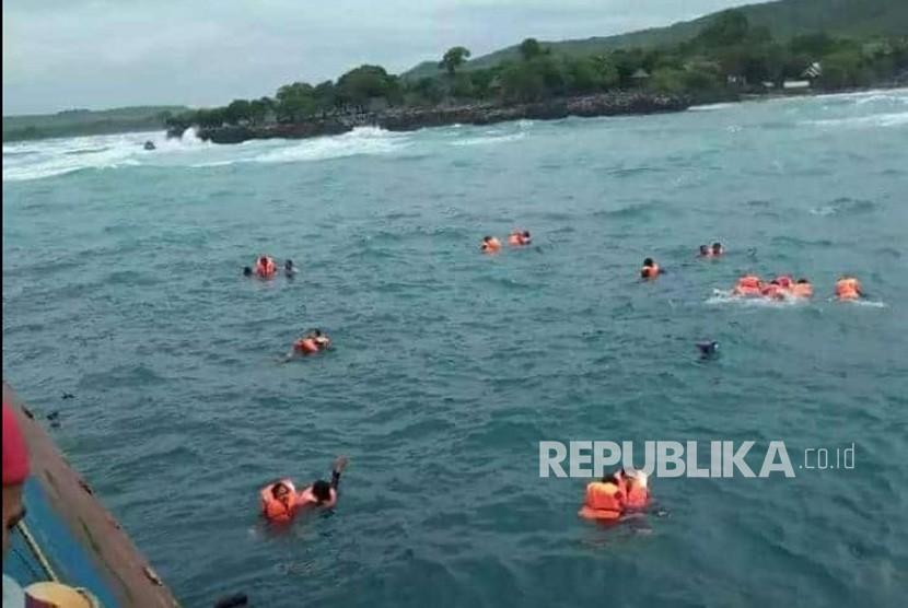 Korban KM Lestari yang tenggelam di Perairan Selayar, Sulawesi Selatan, Selasa (7/3).