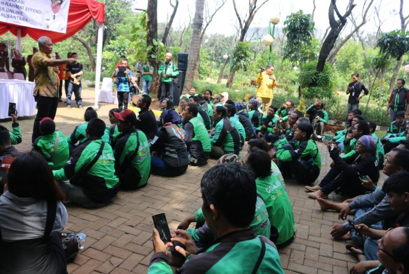Korwil Bekasi dan seluruh driver online se-Kota Bekasi mendeklarasikan Rahmat Effendi sebagai Bapak driver online se-Kota Bekasi dan se-Nusantara pada Kamis, (11/4).