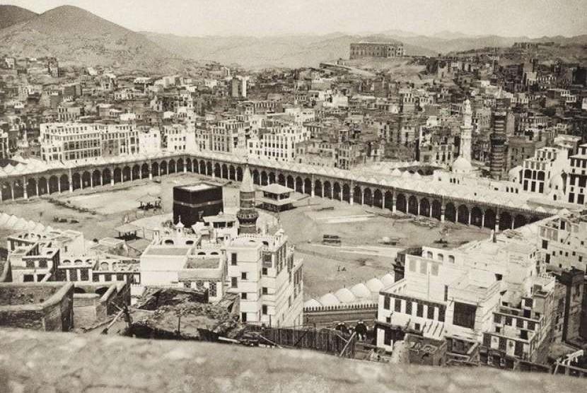 Kota Makkah dalam bidikan lensa fotografer Abdul Ghaffar. Ia disebut sebagai fotografer pertama Kota Makkah.