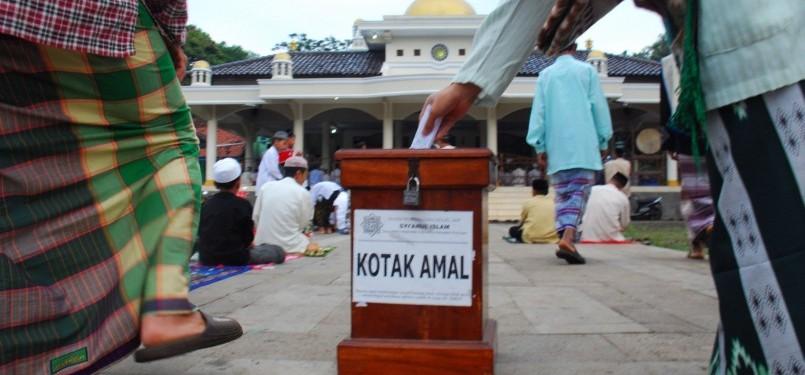 Kotak amal Masjid (ilustrasi)