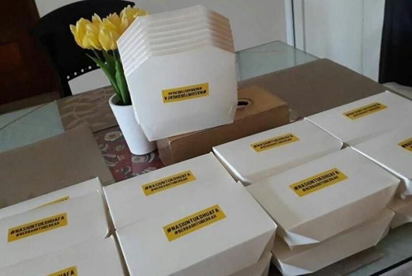 Kotak nasi untuk dhuafa dari program Sedekah Seribu Chef Haryo.