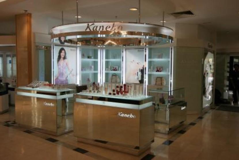 Kounter kosmetik Kanebo di salah satu pusat perbelanjaan.
