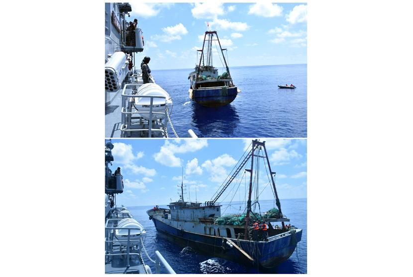 KRI Imam Bonjol (383) melakukan pemeriksaan kapal nelayan Han Tan Cou 19038 berbendera Cina yang memasuki perairan Indonesia di Natuna, Kepulauan Riau, Jumat (17/6).